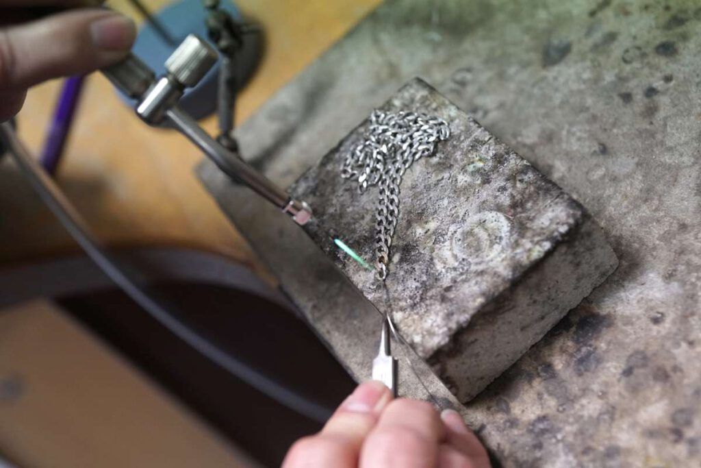Schmuck-Reparatur